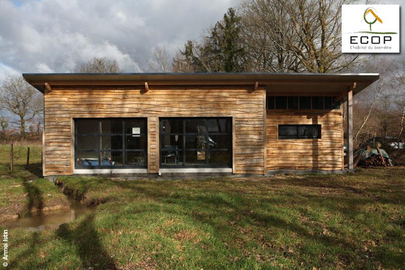 le bardage d'une maison écologique