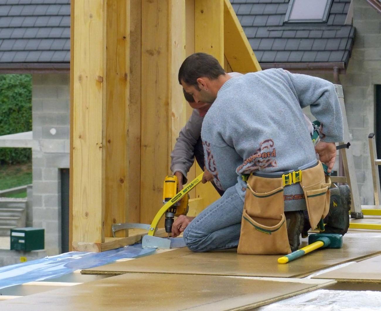 Outils spécialisés pour le montage des maisons à ossature bois
