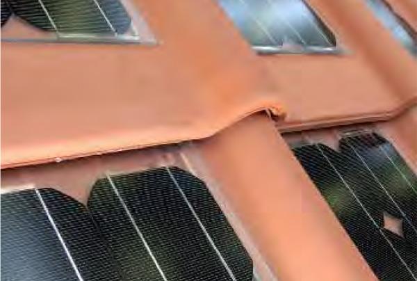 un panneau photovoltaïque dissimulé dans la tuile