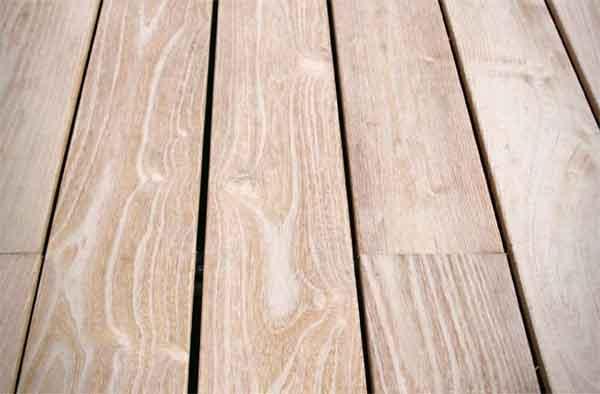 Système de clip de fixation pour les lames de terrasse en bois