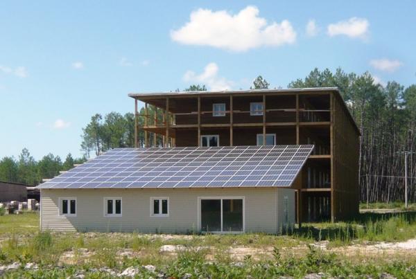 batimment BBC en bois avec panneaux photovoltaiques pour le groupe Aboxia