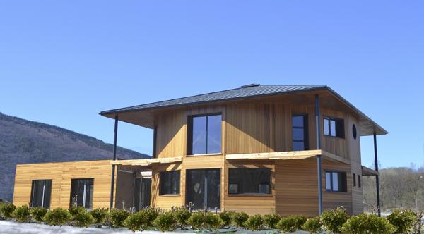 maison de c dre s 39 installe en rh ne alpes eco maison bois. Black Bedroom Furniture Sets. Home Design Ideas