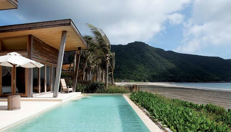 Des villas en bois du centre de villégiature cinq étoiles « Six Senses Con Dao »